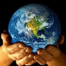 globul tinut in maini