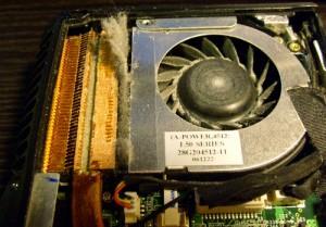 cutare laptop praf
